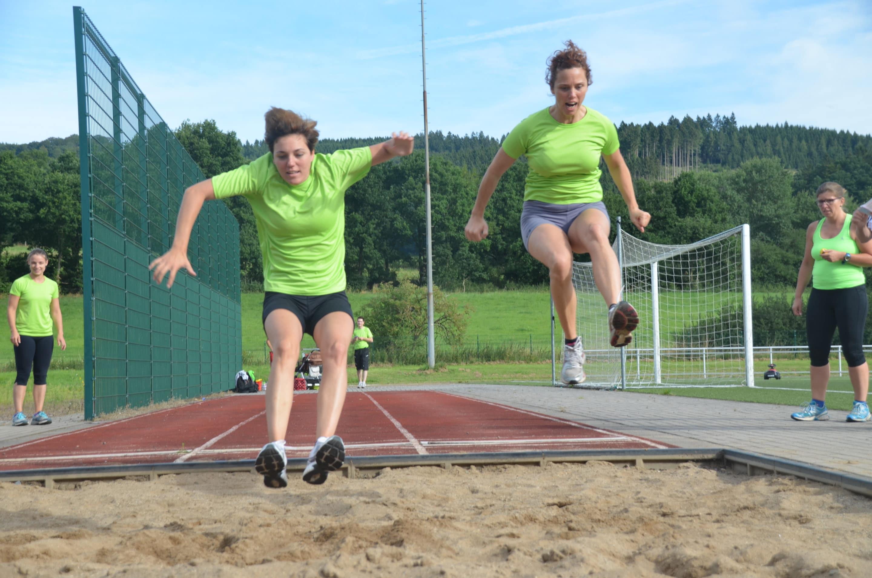 FOTOS: HönneVital-Team macht Sportabzeichen